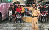 Sài Gòn vỡ đê bao, đường ngập nặng vì triều cường dâng cao