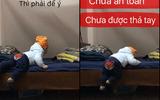 Dân mạng hồi hộp xem clip bố dạy con trai 11 tháng tuổi xuống giường như phim hành động