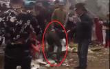 Hà Nội: Đi lễ chùa đầu năm, nam thanh niên bị nhóm người cầm hung khí đánh gục
