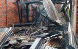 Mâu thuẫn với mẹ đẻ, nam thanh niên phóng hỏa đốt nhà