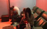 Đột kích cơ sở massage gắn chuông báo động, phát hiện 2 cô gái kích dục cho khách