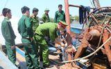 4 thuyền viên bị chủ tàu trói bằng xích sắt