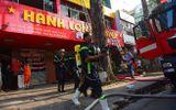 TP.HCM: Khách sạn bốc cháy ngùn ngụt, cảnh sát nỗ lực giải cứu 19 người mắc kẹt