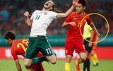 """Những cái tay """"quấn băng"""" kỳ lạ của cầu thủ Trung Quốc"""