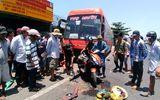 Xe giường nằm gây tai nạn liên hoàn, 5 người thương vong