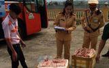 200kg chân gà hôi thối đang vận chuyển về Hà Nội tiêu thụ bị thu giữ