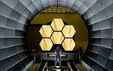 Bên trong kính viễn vọng không gian bằng vàng của NASA