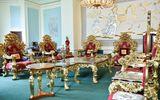 Cận cảnh bộ bàn ghế dát vàng có giá 2 tỷ đồng của đại gia Việt