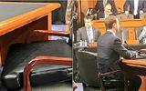 Cận cảnh bộ vest và ghế ngồi 'kì lạ' của CEO Facebook tại buổi điều trần trước quốc hội