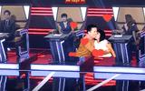 """Clip: Phương Thanh tiết lộ thường """"canh me"""" hôn Lam Trường trên sân khấu"""
