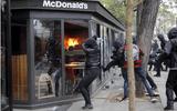 Cảnh sát Pháp bắt giữ gần 200 người bạo động ngày Quốc tế Lao động