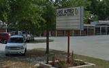 Giáo viên Mỹ bị đình chỉ vì bắt học sinh cọ sàn bằng bàn chải đánh răng suốt 3 giờ