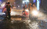 Hà Nội: Mưa lớn gây ngập lụt trên nhiều tuyến phố
