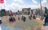 Clip: Thanh niên chạy lấn làn, gây tai nạn rồi thản nhiên bỏ đi