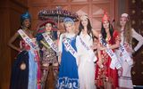 """Dàn thí sinh """"khoe"""" trang phục truyền thống trong Nữ hoàng Du lịch Quốc tế 2018"""