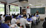 """Trường học gắn camera thông minh để """"soi"""" học sinh ngủ gật và lườm giáo viên"""