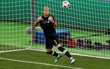 Thủ thành Liverpool bị chỉ trích bắt bóng như bán độ tại chung kết Champions League