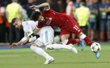 """Nguy cơ Salah phải từ bỏ giấc mơ World Cup sau pha """"bẻ vai"""" của Ramos"""