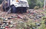 Video: Xe tải chở 1,5 tấn dưa hấu lật thảm khốc trên đèo Tà Cơn