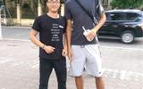 Lỡ World Cup, sao Man Utd Chris Smalling sang Việt Nam du lịch