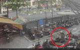 """Clip: Người phụ nữ """"thản nhiên"""" trộm vali trong bãi đỗ xe ở Hà Nội"""