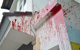 Truy tố nữ sinh giúp mẹ đòi nợ bằng cách tạt mắm ruốc, sơn