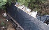 Tài xế ngủ gật, xe tải lao xuống cầu khiến phụ xe tử vong
