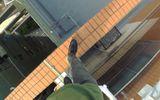 Video: Chóng mặt, thót tim với chàng trai đi bộ trên nóc tòa nhà 55 tầng