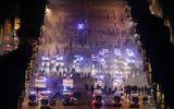 Pháp ăn mừng vô địch: Hai cổ động viên thiệt mạng, cảnh sát giải tán đám đông quá khích