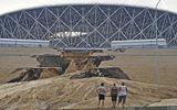 Sân vận động World Cup mới xây của Nga tan hoang chỉ sau một trận mưa