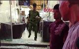 Bắt khẩn cấp nhóm thanh niên bắn người trọng thương trong quán trà sữa