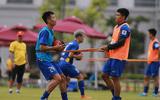 Hà Đức Chinh mặc áo mưa tập luyện vì tăng cân sau thành công của U23 Việt Nam