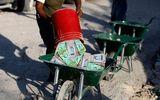 Lạm phát ở Venezuela: Thu ngân cân tiền cho nhanh thay vì đếm