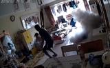 Video: Xe đạp điện đang sạc bất ngờ nổ tung, 2 bố con thoát chết trong gang tấc