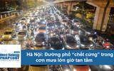 """Video: Đường phố Hà Nội """"chết cứng"""", dòng người """"chôn chân"""" trong cơn mưa lớn giờ tan tầm"""
