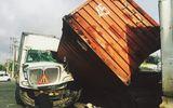 Thùng container đè bẹp buồng lái, tài xế may mắn thoát nạn