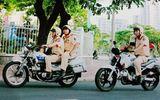 CSGT truy đuổi gần 10 km, đạp ngã xe hai tên cướp như phim hành động trên đường phố Sài Gòn