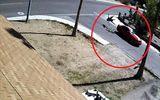 Video: Kinh hoàng người phụ nữ lái xe ôtô tông bạn trai sau tranh cãi