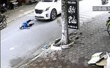 Video: Gây tai nạn, tài xế kéo cụ bà vào vỉa hè rồi thản nhiên bỏ đi