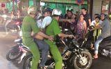 Tin tức pháp luật mới nhất ngày 15/8/2018: Truy đuổi cướp, đặc nhiệm Sài Gòn bị ném bàn ghế