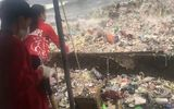 Đường phố thủ đô Philippines tràn ngập rác do sóng biển đưa vào