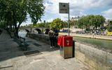 Nhà vệ sinh công cộng kiểu mới ở Paris gây tranh cãi