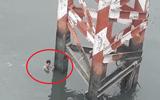 Người đàn ông nhảy cầu tự tử vội bơi vào bờ khi thấy....công an