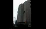 Video: Đặc nhiệm bất ngờ ngã lao đầu từ tầng 6 xuống đất bất tỉnh