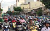 Hàng nghìn người chen nhau rời thành phố về quê nghỉ lễ 2/9, cửa ngõ kẹt cứng