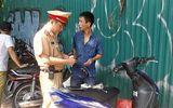 Hà Nội: Bắt giữ người đàn ông đi xe máy gắn biển số không có trong dữ liệu quản lý