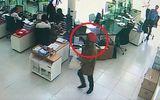 Video: Lộ diện 2 nghi phạm cướp ngân hàng ở Khánh Hòa