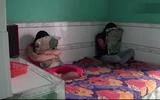 Bắt quả tang 4 đôi nam nữ đang mua bán dâm trong nhà trọ vùng quê