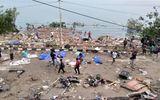 Nhiều thi thể nằm rải rác trên bờ biển Indonesia sau sóng thần, động đất