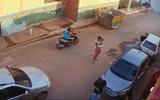 Video: Bị bắn gục vì cướp nhầm điện thoại của cảnh sát tại Brazil
